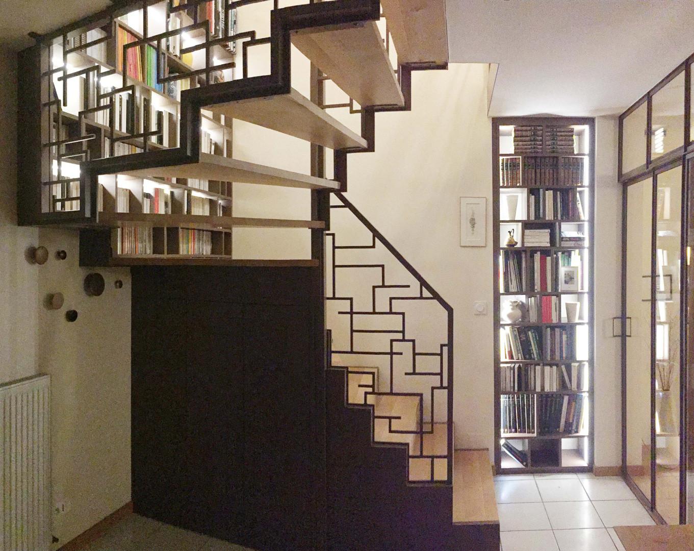 Une maison  à lire Entrée & escalier-bibliothèque Saint-Lunaire